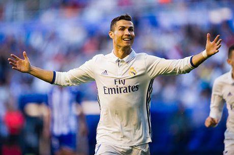 Lap hat-trick, Ronaldo cham cot moc ghi ban moi - Anh 1