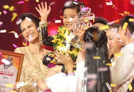 Cau be me cheo Nhat Minh dang quang Quan quan 'Giong hat Viet nhi 2016' - Anh 14