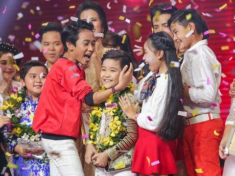 Cau be me cheo Nhat Minh dang quang Quan quan 'Giong hat Viet nhi 2016' - Anh 1