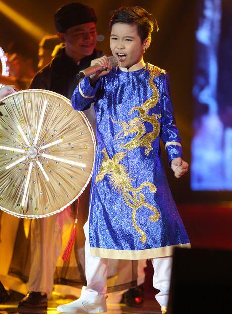 Cau be me cheo Nhat Minh dang quang Quan quan 'Giong hat Viet nhi 2016' - Anh 9