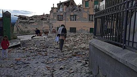 Dong dat 6,6 do Richter rung chuyen mien trung Italy - Anh 1