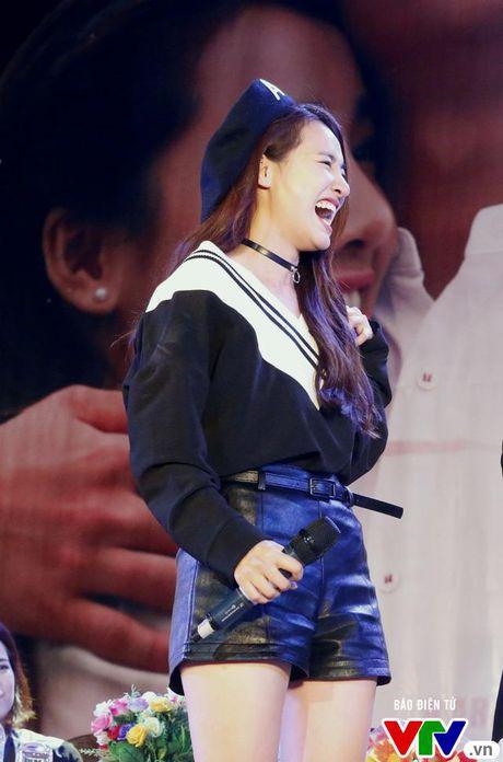 """Hon Nha Phuong bat thanh, Kang Tae Oh """"tay trong tay"""" voi Manh Truong - Anh 10"""