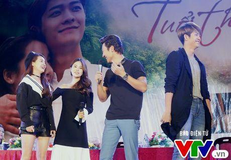 """Hon Nha Phuong bat thanh, Kang Tae Oh """"tay trong tay"""" voi Manh Truong - Anh 11"""