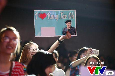 """Hon Nha Phuong bat thanh, Kang Tae Oh """"tay trong tay"""" voi Manh Truong - Anh 15"""