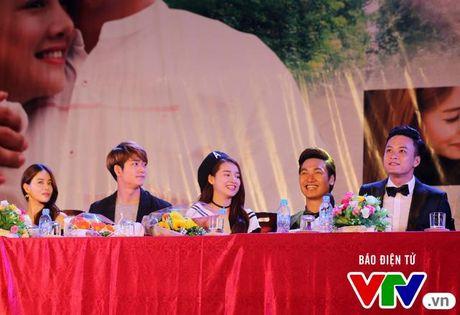 """Hon Nha Phuong bat thanh, Kang Tae Oh """"tay trong tay"""" voi Manh Truong - Anh 1"""