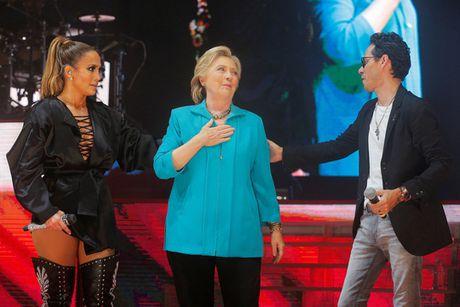 Phe Dan chu quyet bao ve ba Clinton - Anh 1