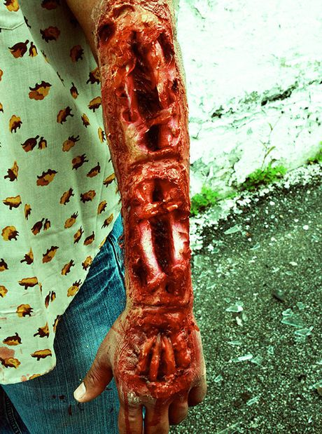 Kieu hoa trang Halloween kinh di khien nguoi xem 'son gai oc' - Anh 10