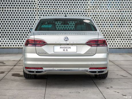 Volkswagen Phideon-mau sedan the thao da phong cach gia 1,1 ty dong - Anh 2