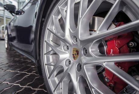 An tuong voi dan xe the thao duoc Porsche mang den VIMS 2016 - Anh 23