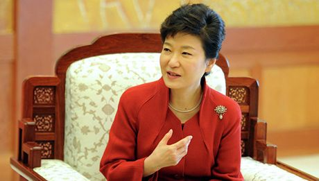 Hon 20.000 nguoi bieu tinh tai Seoul yeu cau Tong thong Park Geun-hye tu chuc - Anh 2
