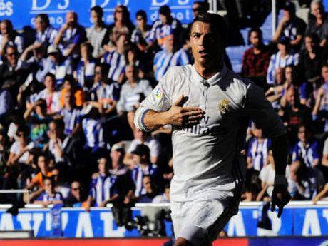 """Messi nho be ben canh """"vua penalty"""" Ronaldo - Anh 1"""
