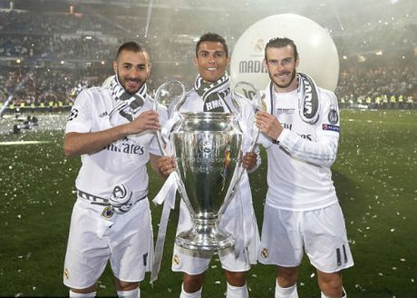 Bale vuot Ronaldo ky hop dong 500 trieu euro voi Real - Anh 2