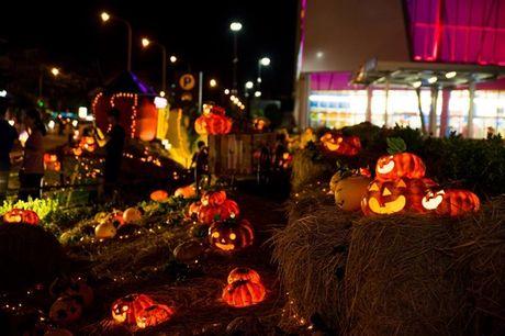 Vuon bi ngo hut khach dip Halloween o Sai Gon - Anh 7