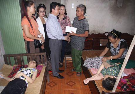 500 trieu dong ho tro dong bao Ha Tinh khac phuc hau qua mua lu - Anh 2