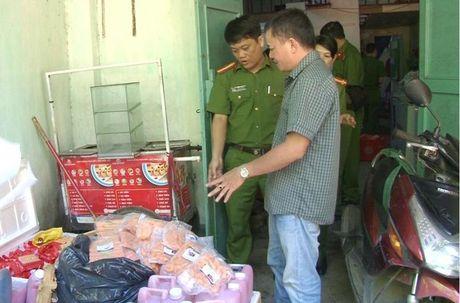Thua Thien - Hue: Phat hien co so ban thuc pham ban cho hoc sinh - Anh 1