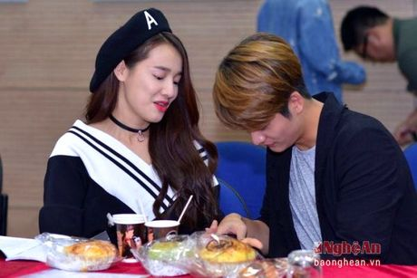 Nha Phuong va Kang Tae Oh than mat trong buoi giao luu voi sinh vien - Anh 3