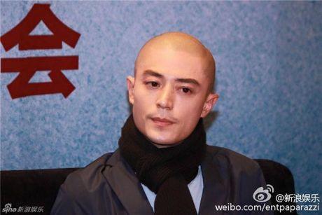 Hoac Kien Hoa bi len an khong dang mat dan ong vi de mac fan mang nhiec vo tham te - Anh 6