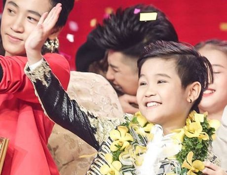 Hanh trinh len ngoi quan quan 'Giong hat Viet nhi 2016' cua Trinh Nhat Minh - Anh 1
