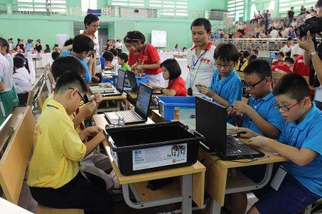 Da Nang: Hon 200 ky su robot nhi tham du ngay hoi Robothon 2016 - Anh 1