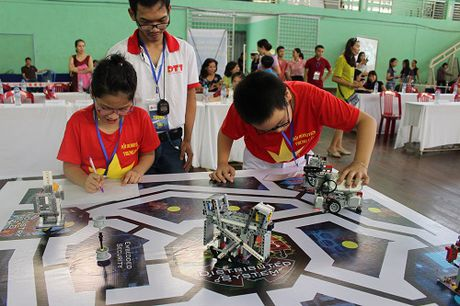 Da Nang: Hon 200 ky su robot nhi tham du ngay hoi Robothon 2016 - Anh 2