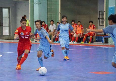 Tung bung khai mac giai Futsal nu TP.HCM mo rong - Anh 6