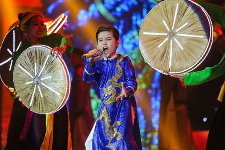 Noo Phuoc Thinh hoa hoc sinh lop 3, song ca voi tro cung - Anh 5