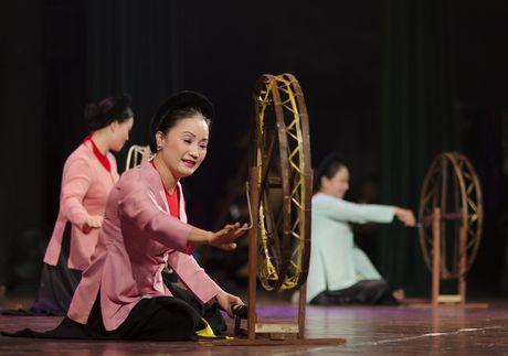 NSND Thu Hien hat vi, giam cung nong dan xu Nghe - Anh 1