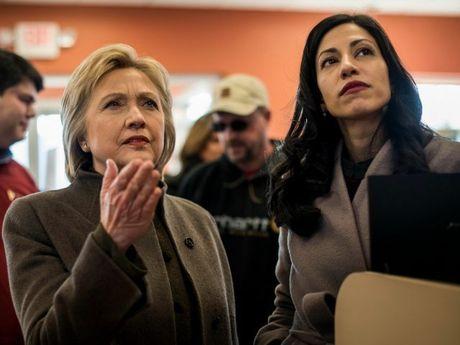 'Bat ngo thang 10' tu FBI co the khong lien quan den Clinton - Anh 1