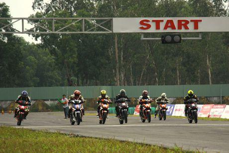 Dua xe Honda o Binh Duong - Anh 1