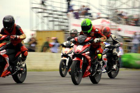 Dua xe Honda o Binh Duong - Anh 2