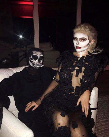 Kendall, Kylie Jenner hoa than ma nu goi cam dem Halloween - Anh 3