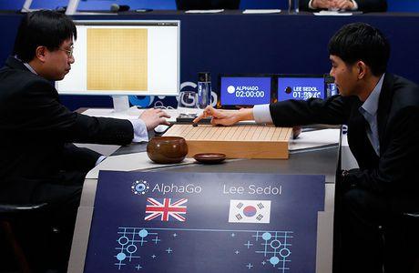 Hawking: AI co the la tham hoa khung khiep nhat - Anh 1