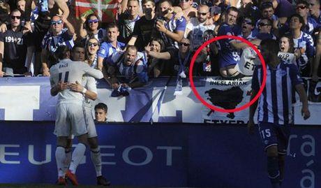 CDV Alaves tut quan khoe mong che gieu Ronaldo - Anh 1
