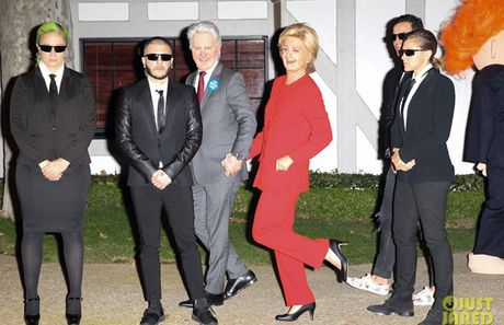 Sao Hollywood hoa than thanh Hillary Clinton va Donald Trump trong tiec ma quy - Anh 1