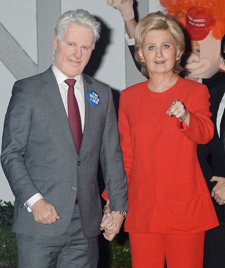 Sao Hollywood hoa than thanh Hillary Clinton va Donald Trump trong tiec ma quy - Anh 2