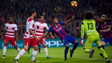 Barca thang toi thieu Granada, Enrique phai 'giai trinh' - Anh 1