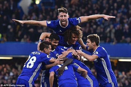 Chelsea bi Sir Alex loai khoi cuoc dua vo dich, Conte noi gi? - Anh 1