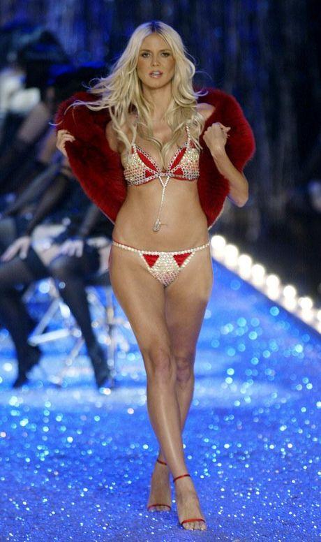Ngam tron bo anh 'Fantasy Bra' tram ty cua show dien noi y dinh dam Victoria's Secret qua cac nam - Anh 19
