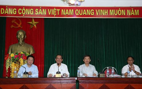 Pho Thu tuong Truong Hoa Binh tiep xuc voi ngu dan Quang Binh - Anh 1