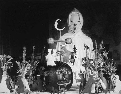 Thoi trang Halloween cho tre em o the ky 20 - Anh 1