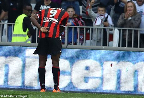 Balotelli lap cong, Nice gianh chien thang huy diet truoc Nantes - Anh 2