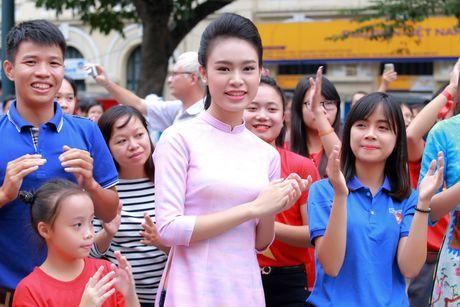 Dan Hoa hau cung hang ngan hoc sinh, sinh vien 'Nhay vi su tu te' - Anh 12