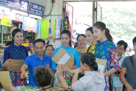 Dan Hoa hau cung hang ngan hoc sinh, sinh vien 'Nhay vi su tu te' - Anh 16