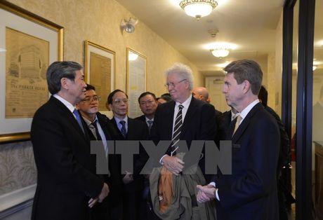 Thuong truc Ban Bi thu Dinh The Huynh ket thuc chuyen tham Hoa Ky - Anh 1