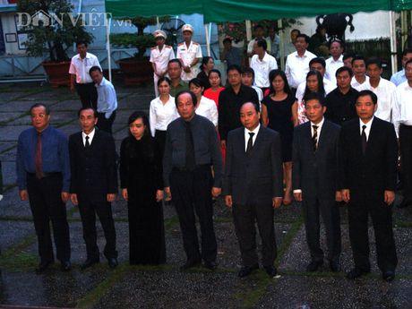 Doan dai bieu TU Hoi NDVN vieng le tang dong chi Nguyen Van Chinh - Anh 1