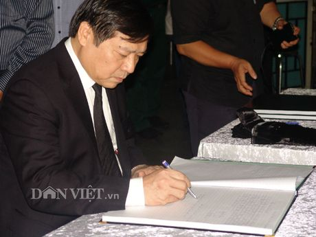 Doan dai bieu TU Hoi NDVN vieng le tang dong chi Nguyen Van Chinh - Anh 8