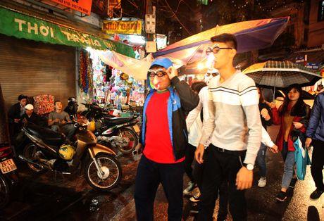 'Ma quy' luon lo, doa nguoi tren pho di bo Ho Guom - Anh 10