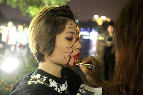 'Ma quy' luon lo, doa nguoi tren pho di bo Ho Guom - Anh 2