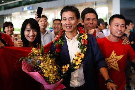 Bau Hien 'trong thuong' cho U19 Viet Nam - Anh 1