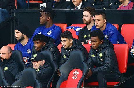 Cham diem Southampton 0-2 Chelsea: Antonio Conte sang nhat - Anh 2